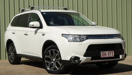 2014 Mitsubishi Outlander PHEV Aspire Wagon