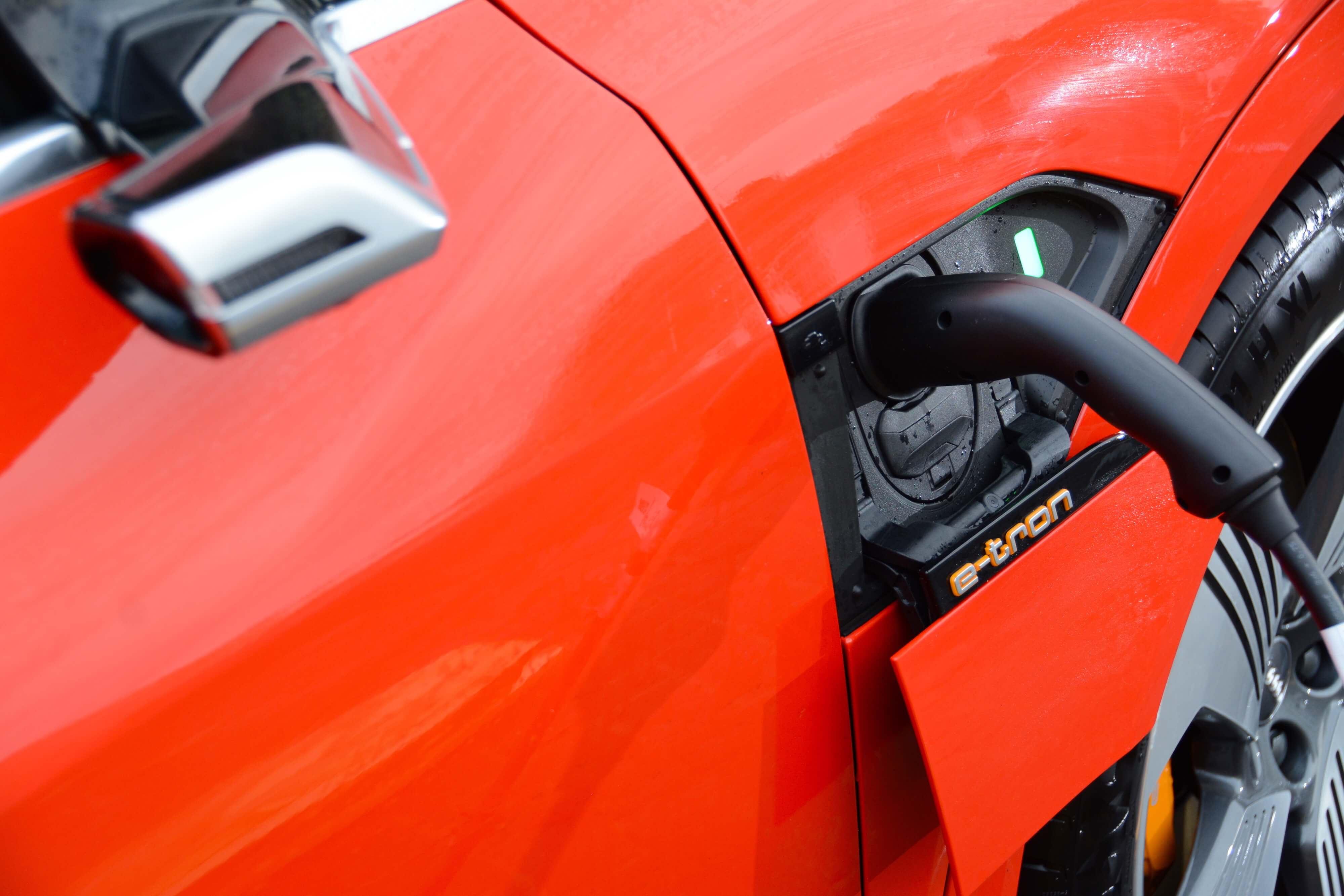 UK records highest-ever electric vehicle sales in 2020, expected to reach 200,000 cars in 2021
