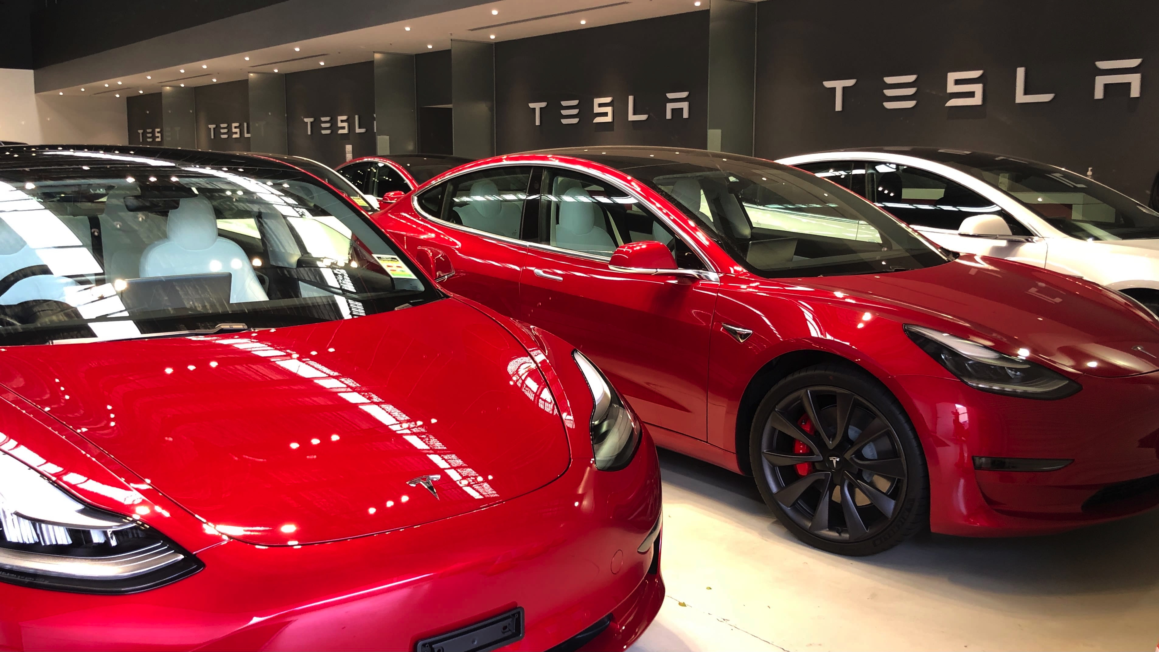 Tesla reaches (nearly) half a million sales in 2020