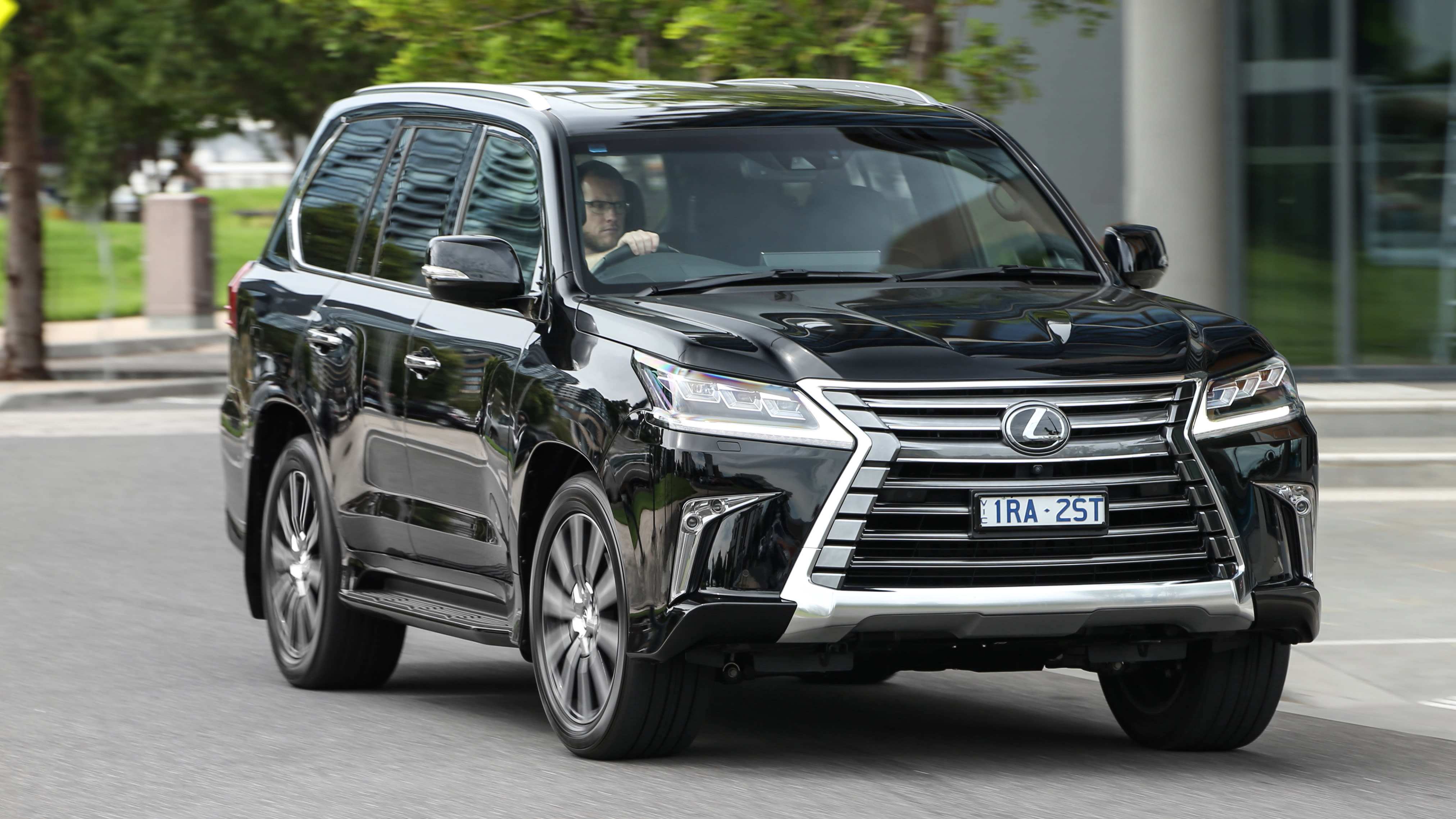 2020 Lexus LX570 review