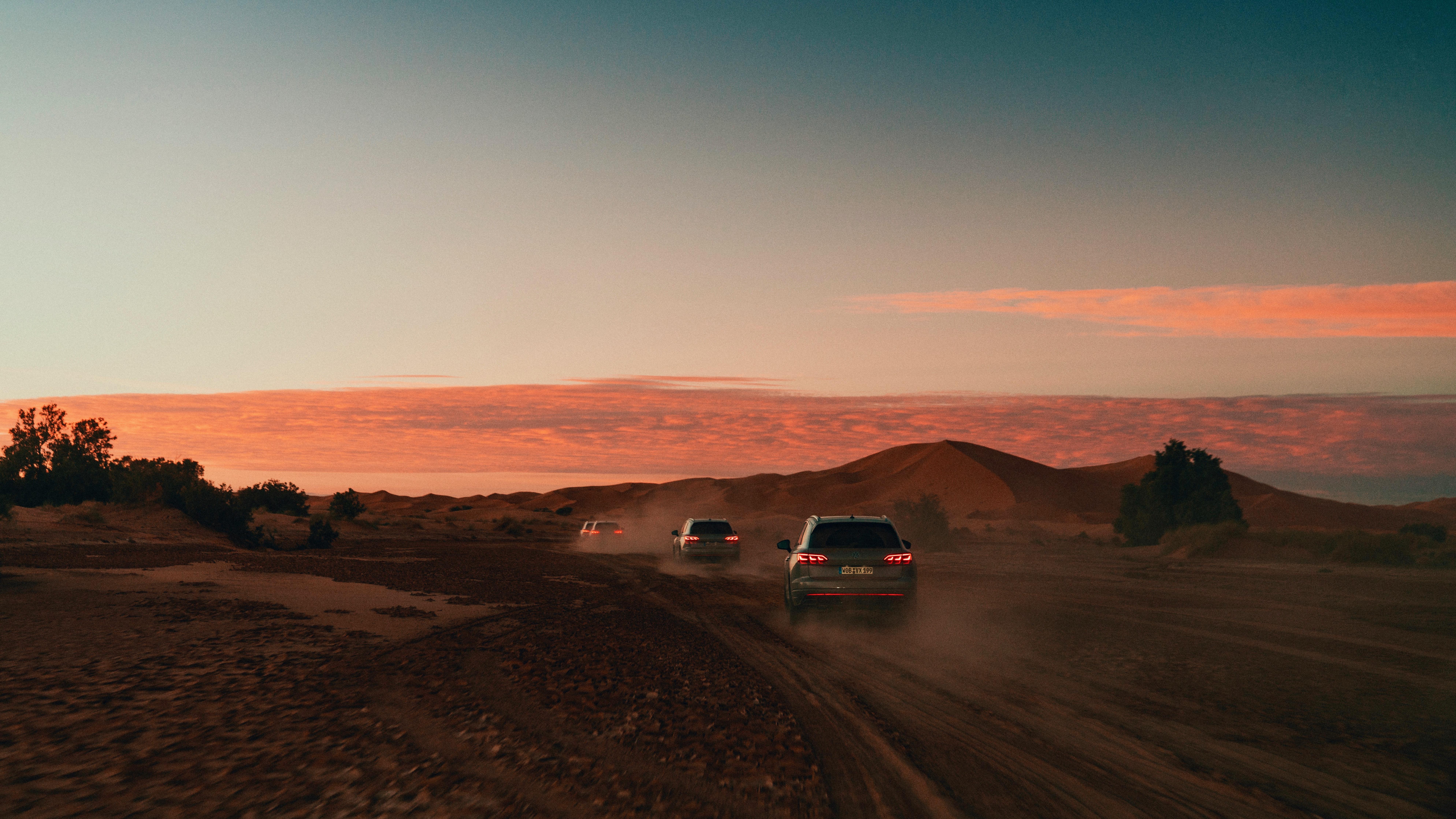 Touareg desert dusk arrival