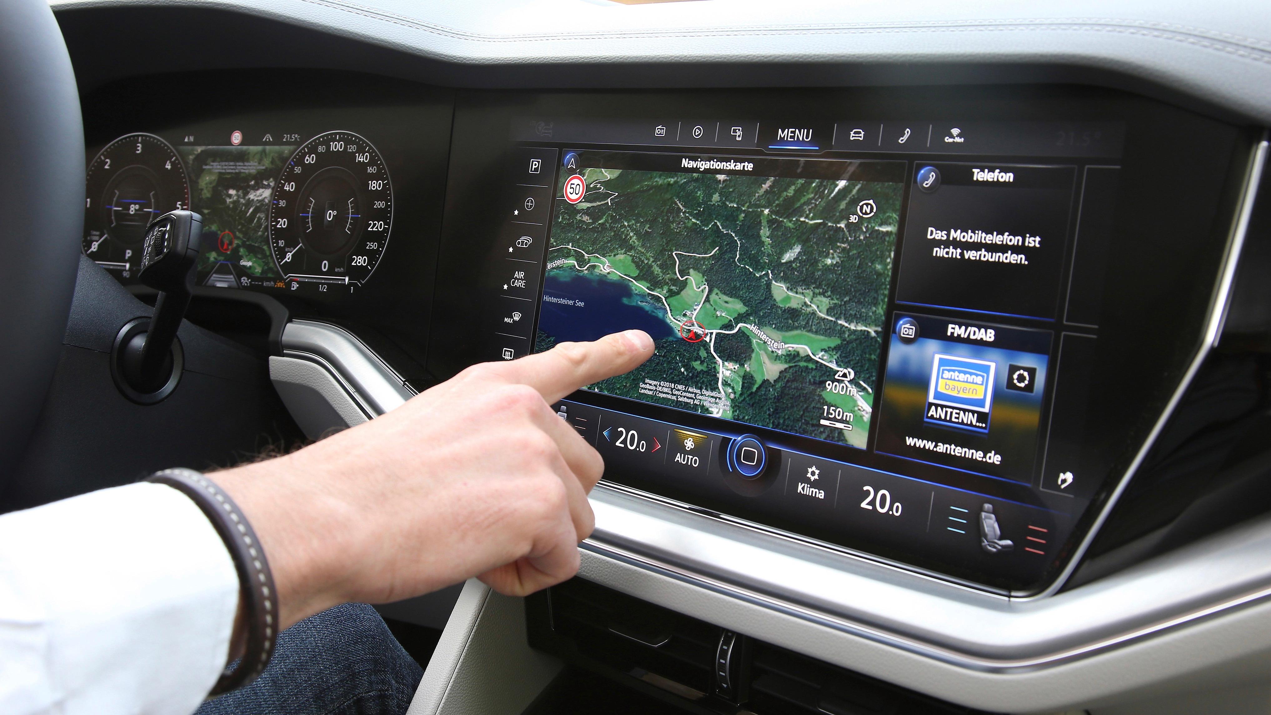VW Touareg Innovision cockpit