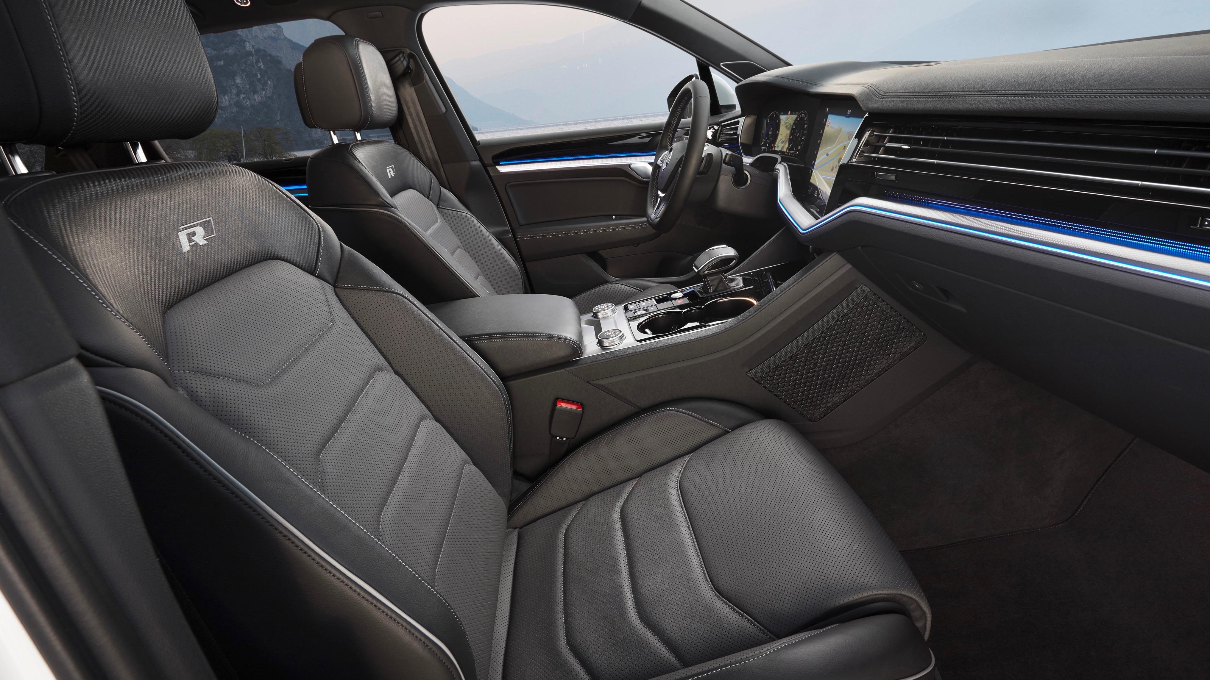 Volkswagen Touareg R-Line side view