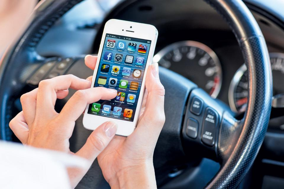 New road laws for mobile phone use
