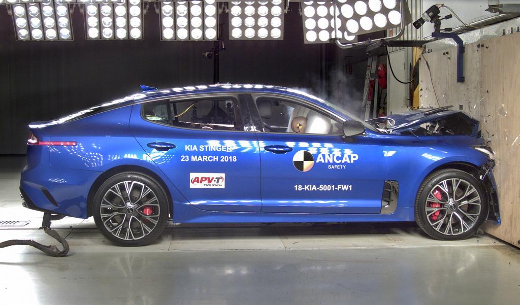 Kia Stinger crash test.