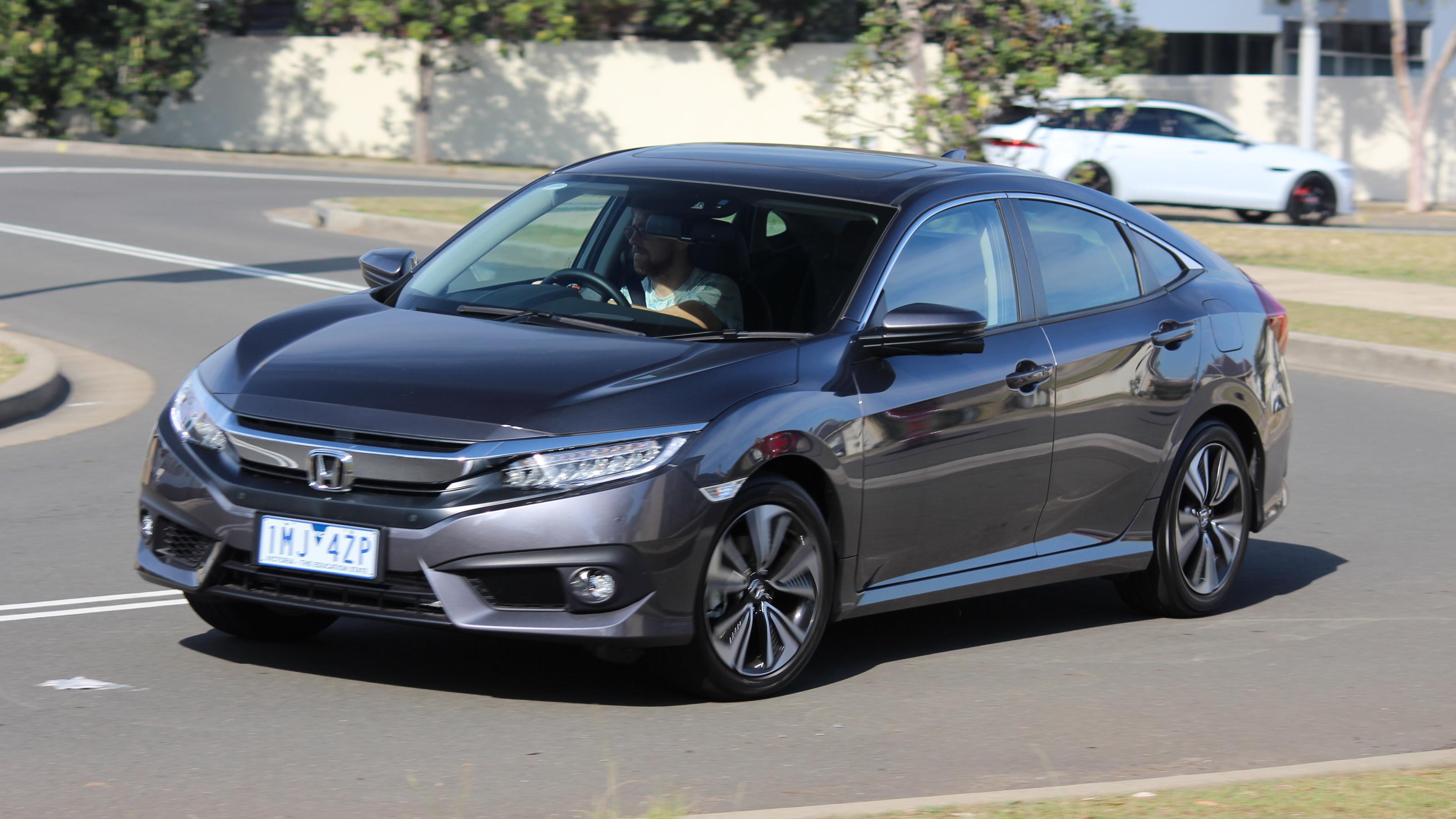 2018 Honda Civic VTi-LX sedan new car review