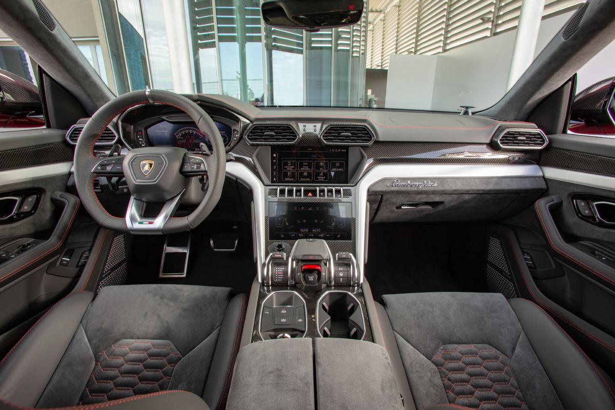 2019 Lamborghini Urus.