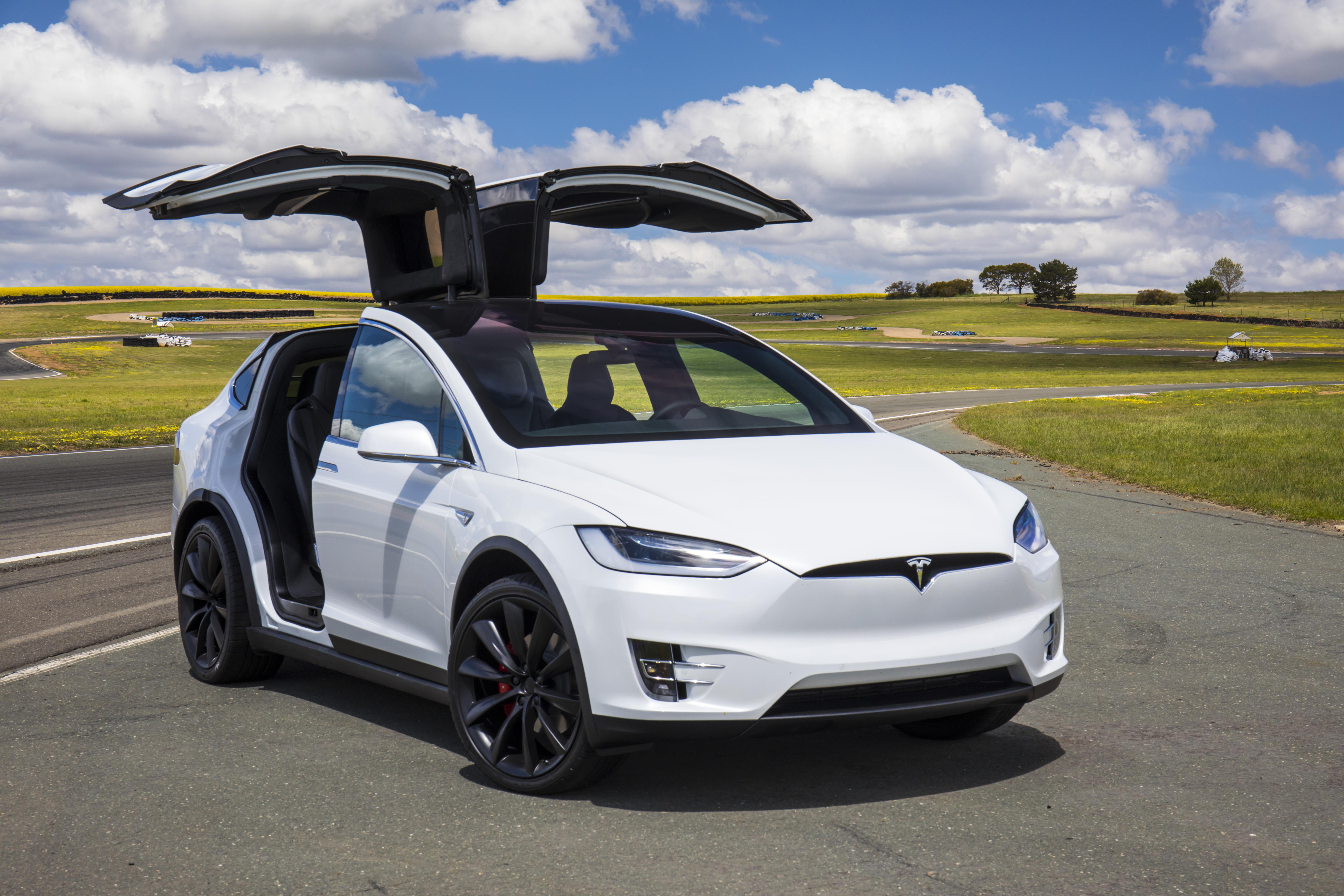 Tesla offers eight-year warranty