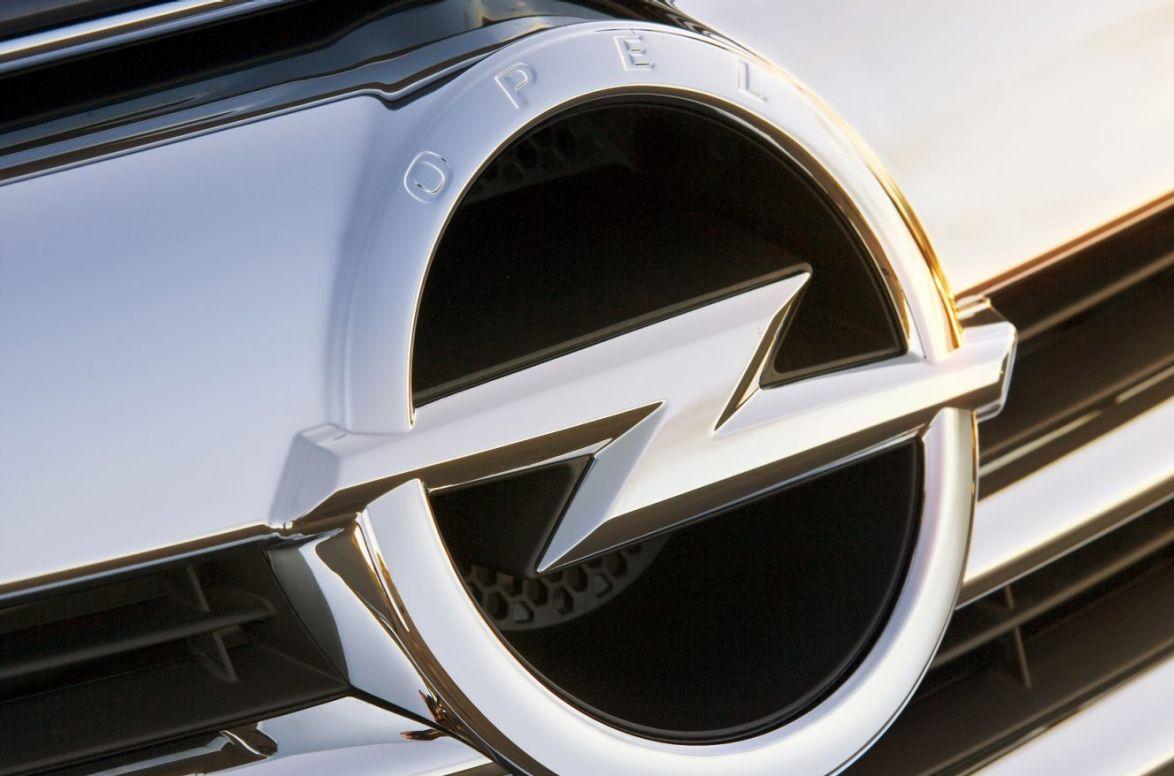 Opel badge.