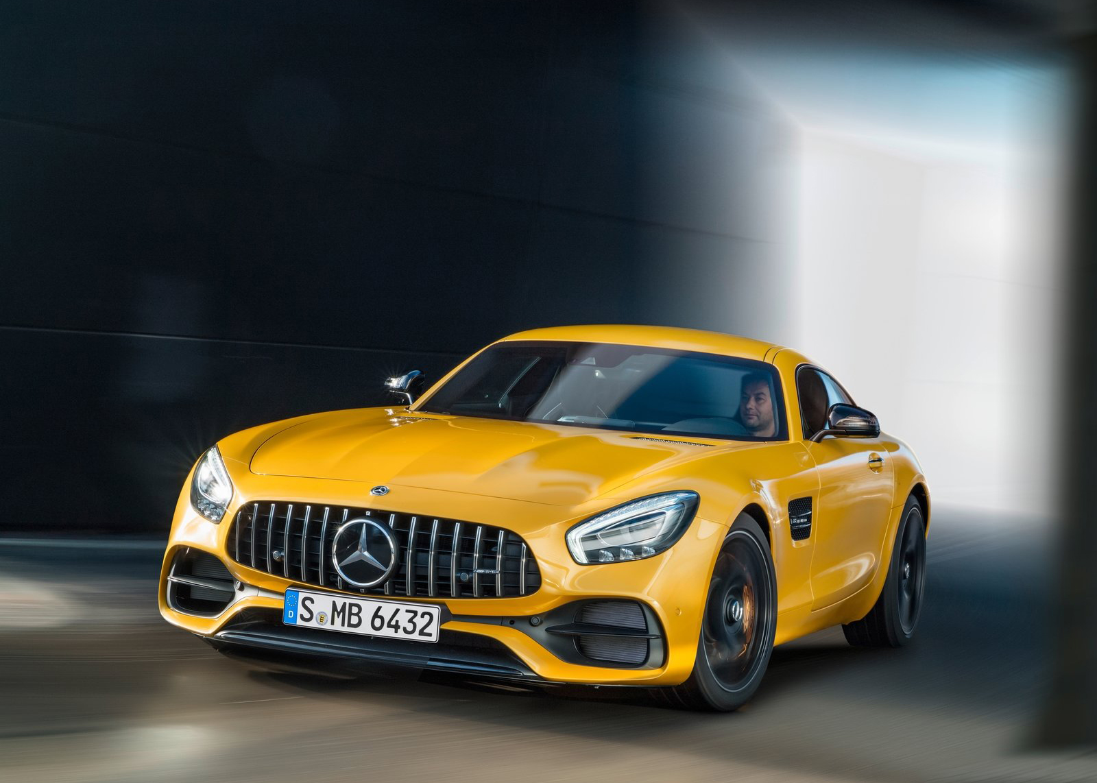 2017 Mercedes-AMG GT S new car review