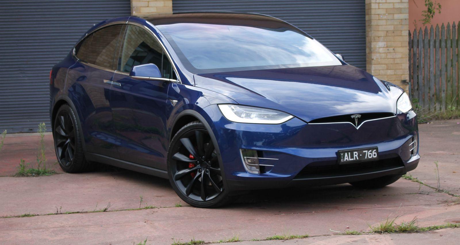 2017 Tesla Model X P100D REVIEW - Simply A Standout SUV