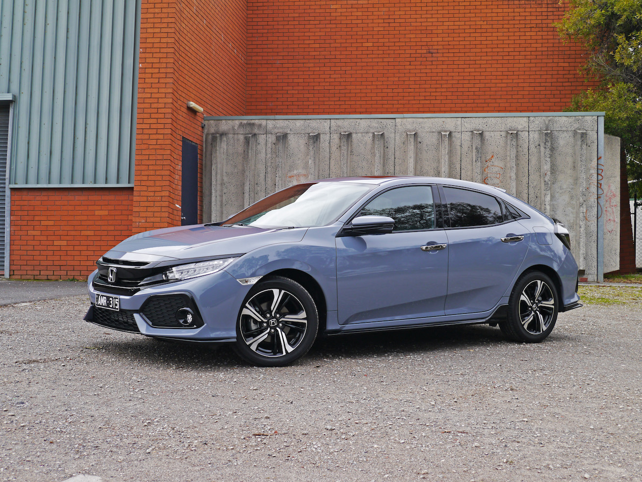 2017 Honda Civic RS Hatch Review | Big Visual Presence, Small Driving Excitement