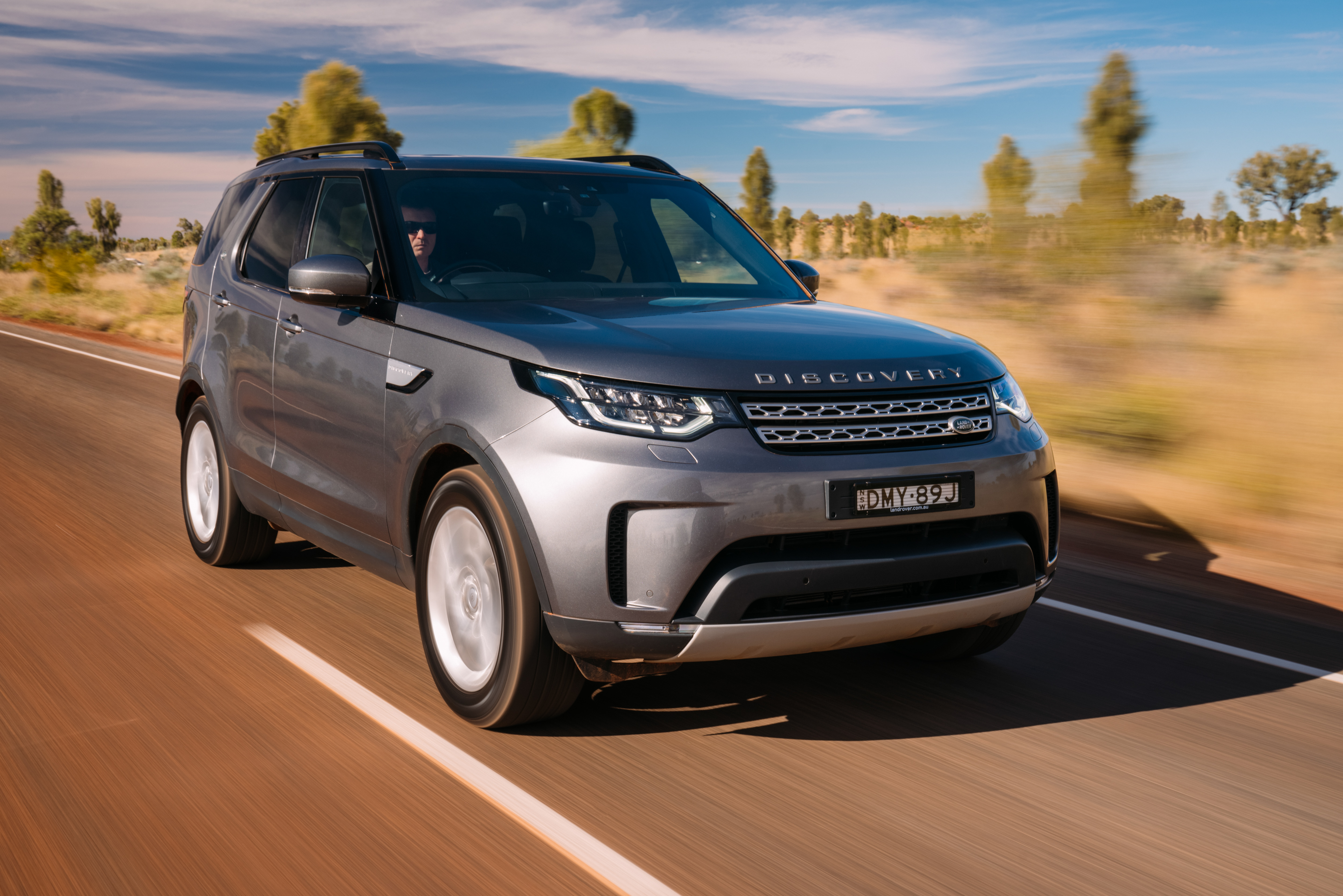 2017 Land Rover Discovery SD4 HSE new car review