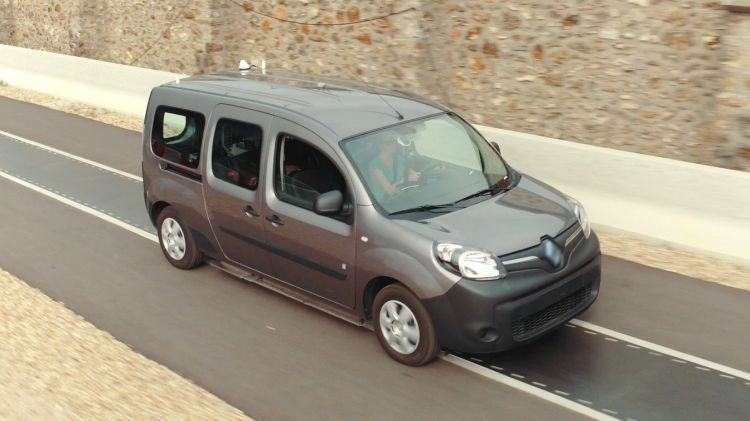 Renault Kangoo Z.E. using the dynamic wireless electric vehicle charging road.