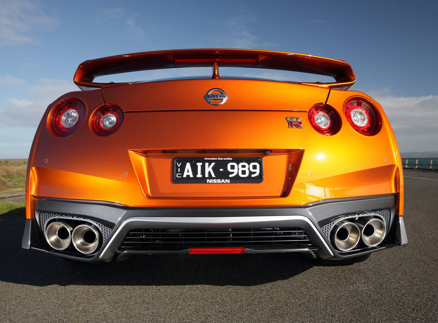 2017_nissan_gt_r_review_12