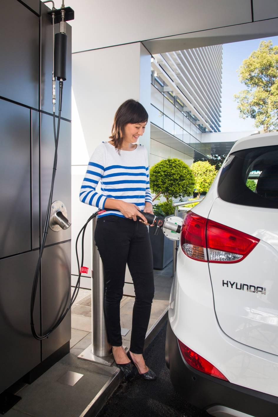 2015_hyundai_ix35_fuel_cell_australia_12