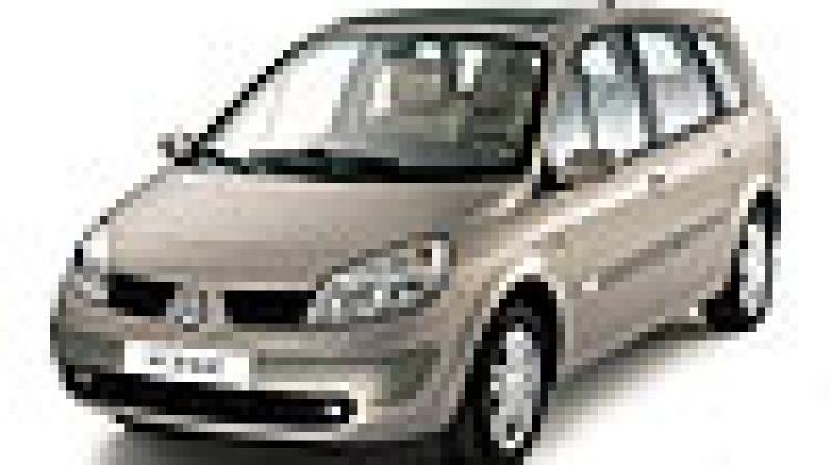 Caught on film: New Renault Scenic