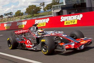 F1 car smashes Bathurst record