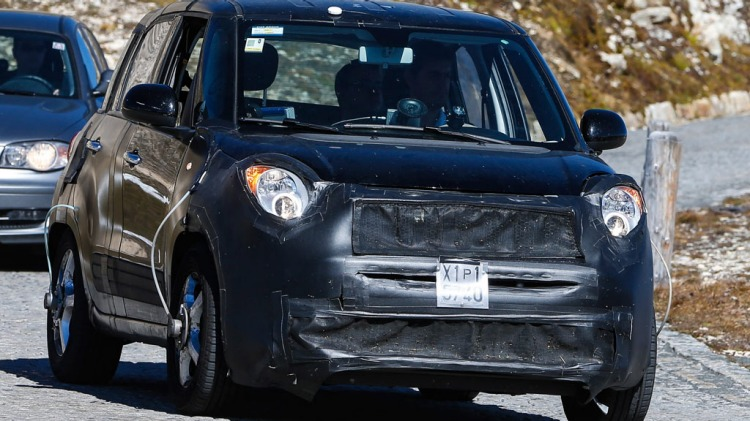 New compact Jeep, which will be based on the Fiat 500X, has been caught during testing. Source Automedia.
