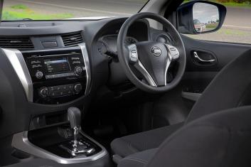 Nissan Navara (ST interior)
