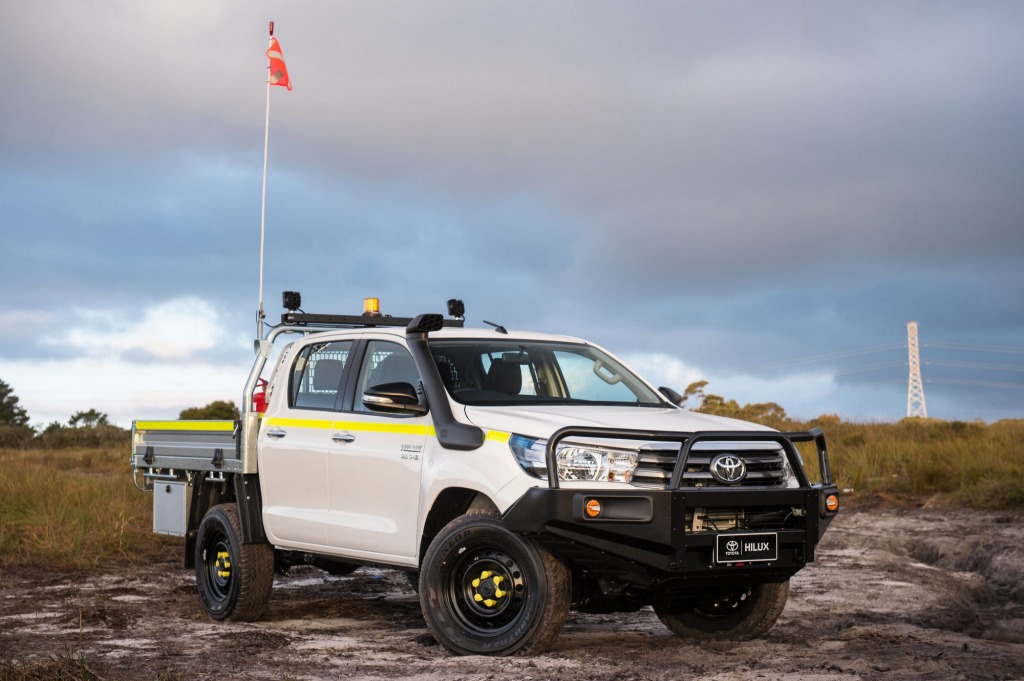 2015 Toyota HiLux 4x4 SR double cab with Genuine industry pack  2016 Toyota Hilux