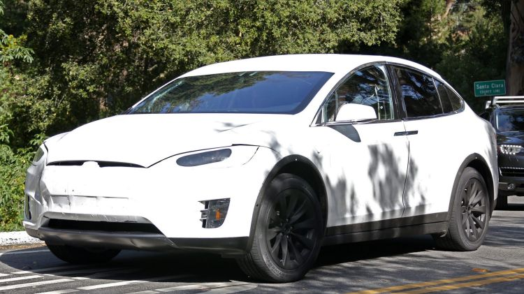 Spy photographers have snapped the new Tesla Model X testing in the US.