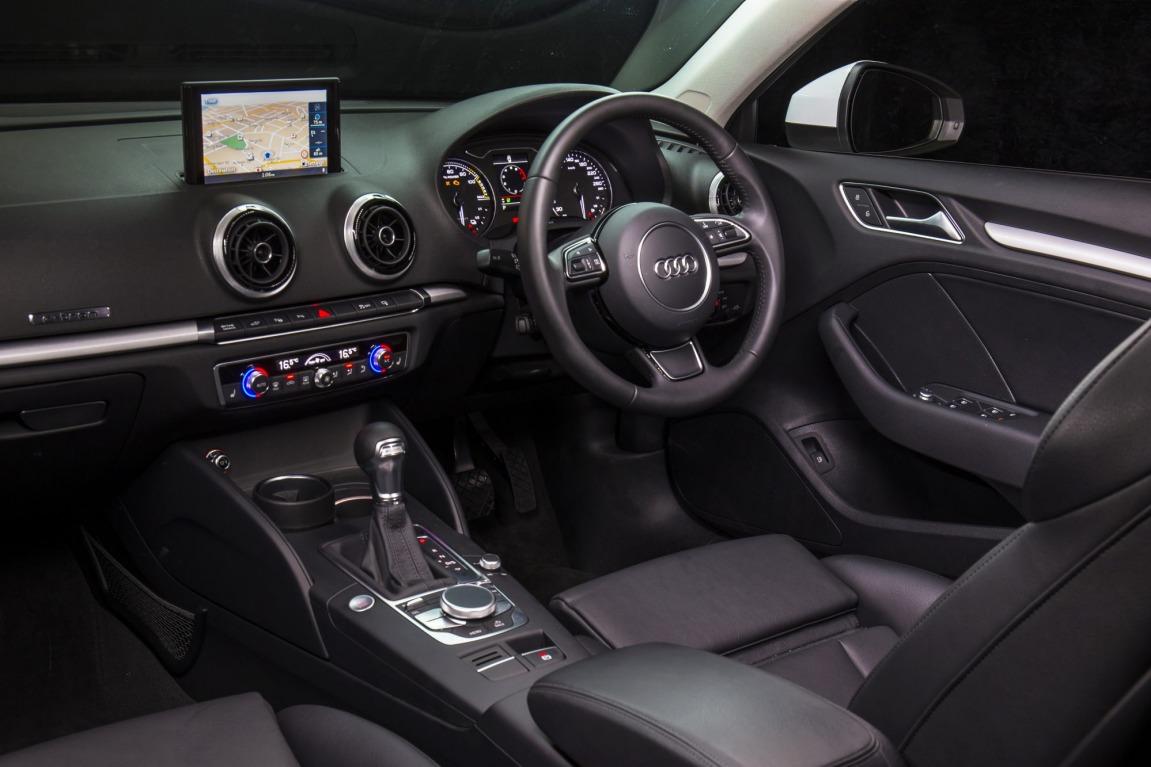 Audi A3 e-tron v BMW i3 Rex.