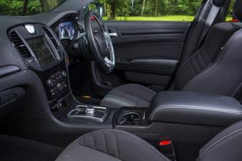 Chrysler 300 SRT Core