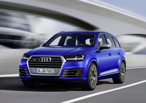 Dynamic photo,  Colour: Sepang Blue 2016 Audi SQ7