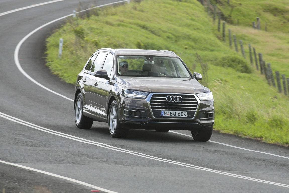 Audi has introduced a new entry-level version of its seven-seat Q7 SUV.