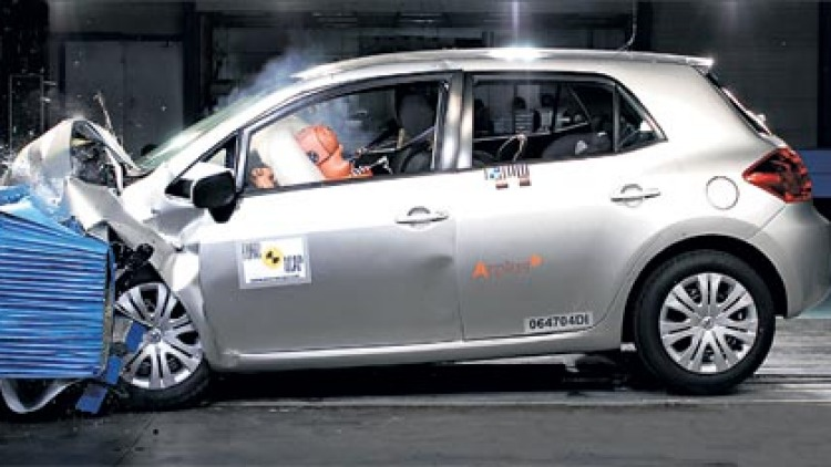 New Corolla gets a five-star crash rating when equipped with seven airbags.