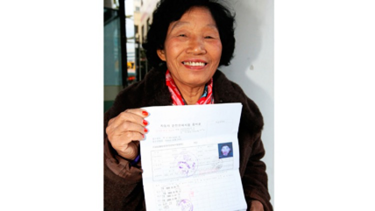 Cha Sa-soon with her passed driving exam