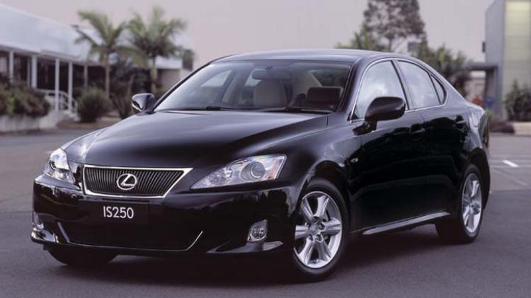 Lexus IS250.