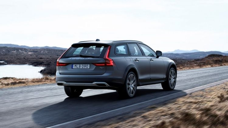 Volvo has unveiled its new V90 Cross Country wagon.