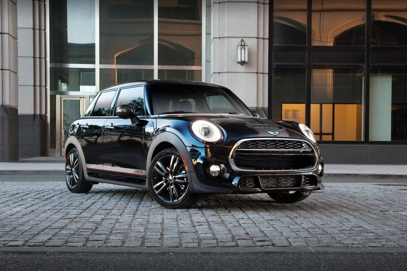 2016 MINI Carbon Edition Launched - Price, Features and Specifications
