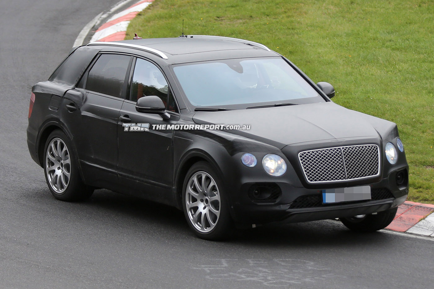 2016_bentley_suv_spy_photos_09