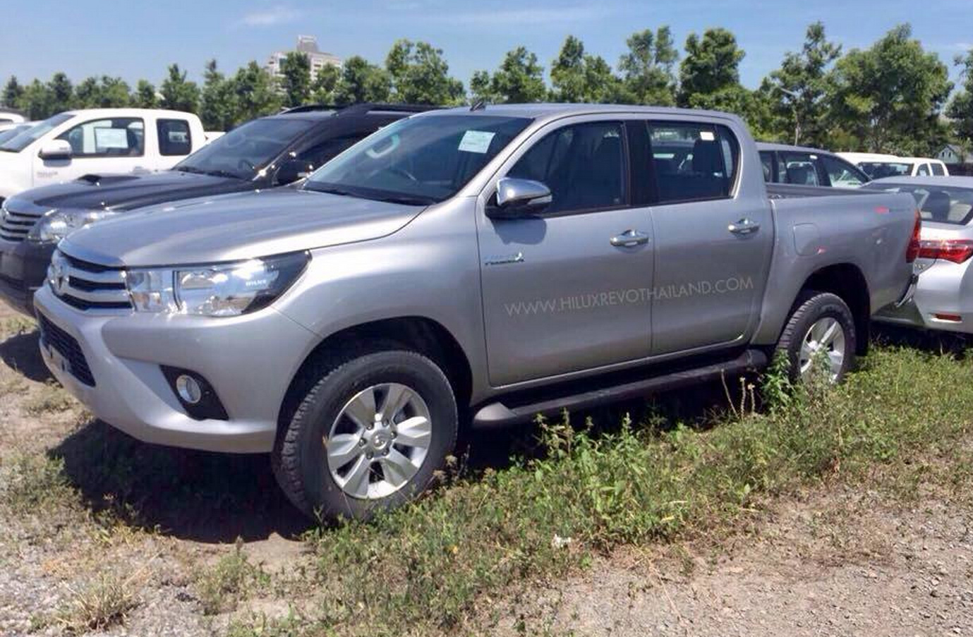 2015_toyota_hilux_spy_photos_21