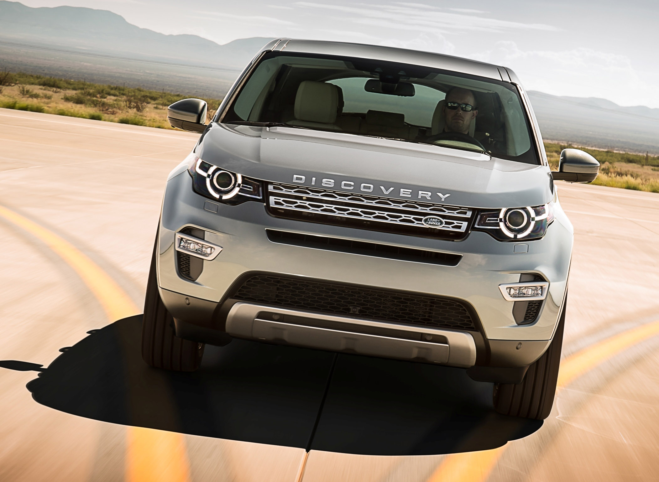 2015_land_rover_discovery_sport_overseas_05