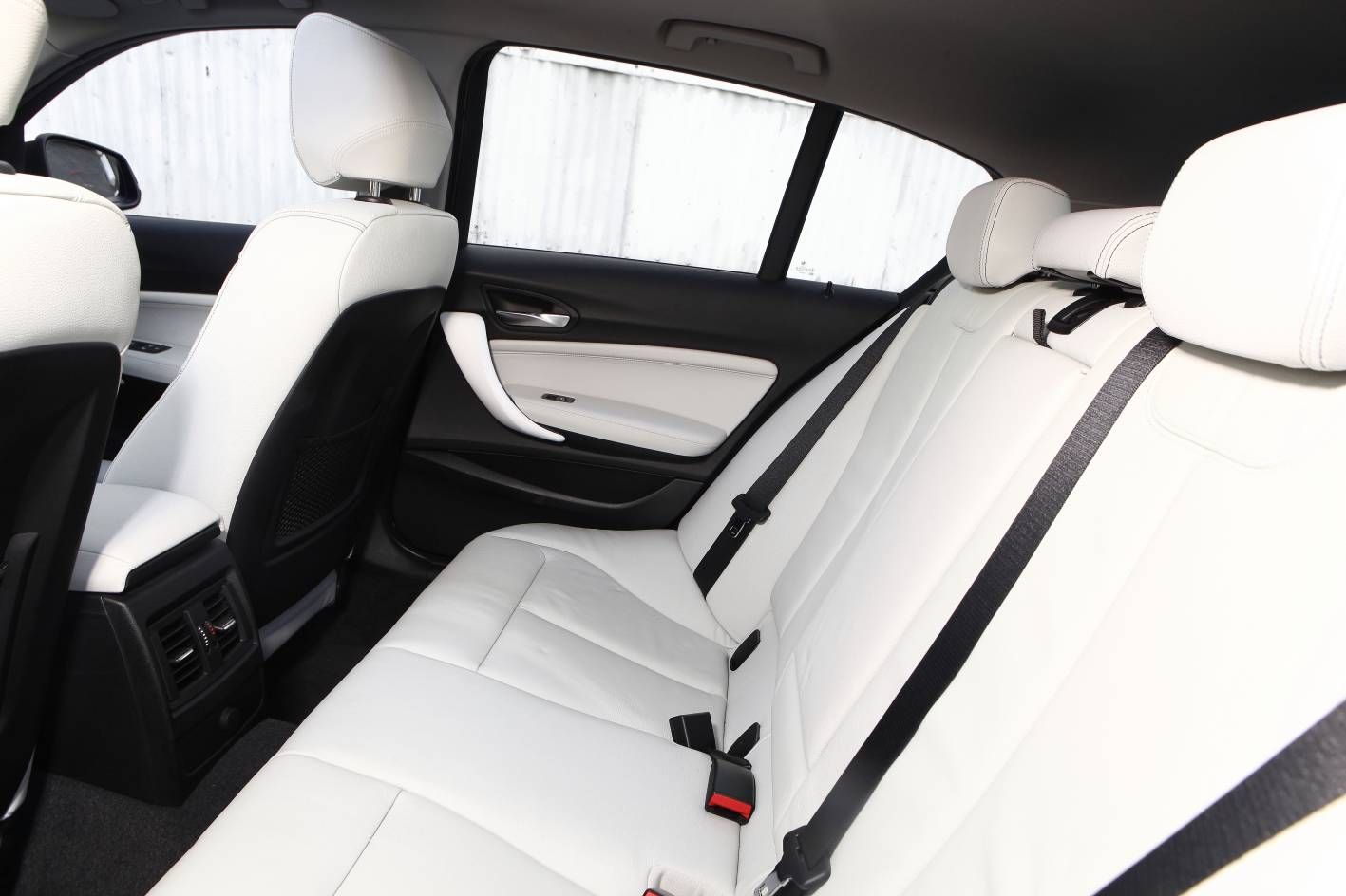 2012_bmw_1_series_press_photos_02_118i_sport_09