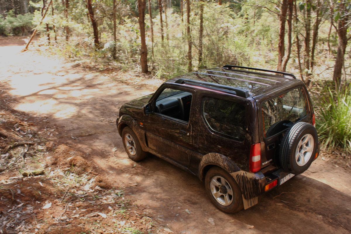 2009_suzuki_jimny_sierra_road-test-review_33.jpg