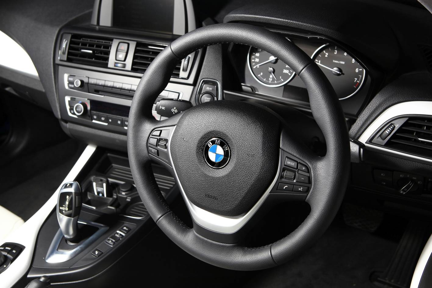 2012_bmw_1_series_press_photos_02_118i_sport_10
