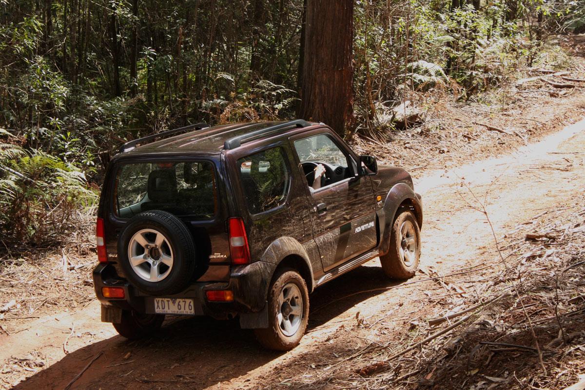 2009_suzuki_jimny_sierra_road-test-review_30.jpg