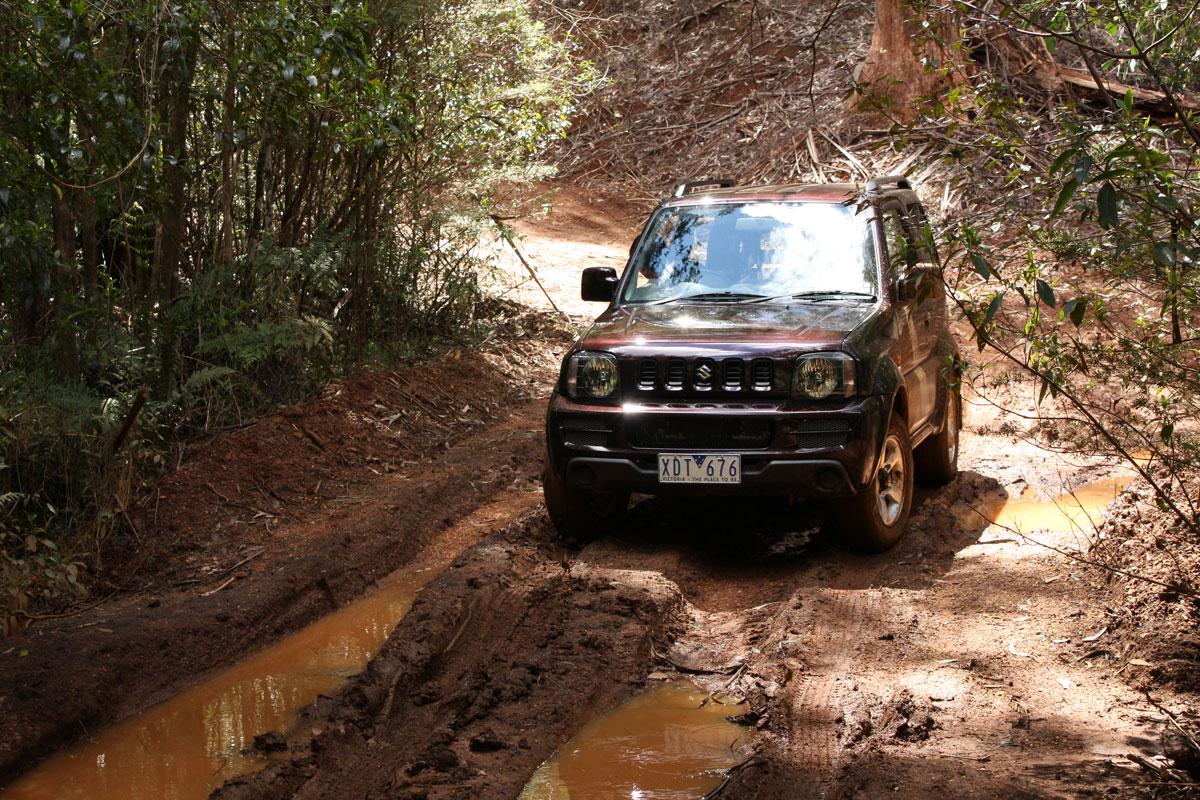 2009_suzuki_jimny_sierra_road-test-review_29.jpg