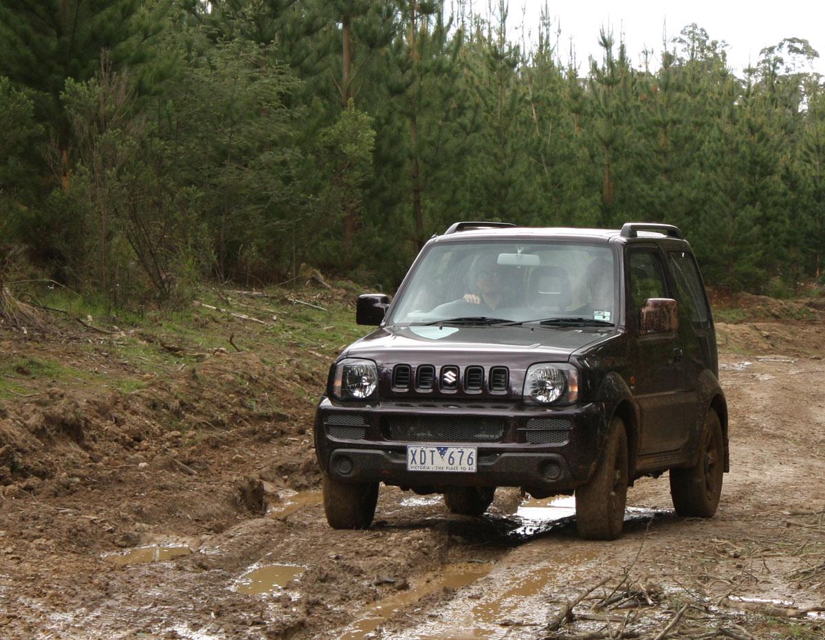2009_suzuki_jimny_sierra_road-test-review_09.jpg