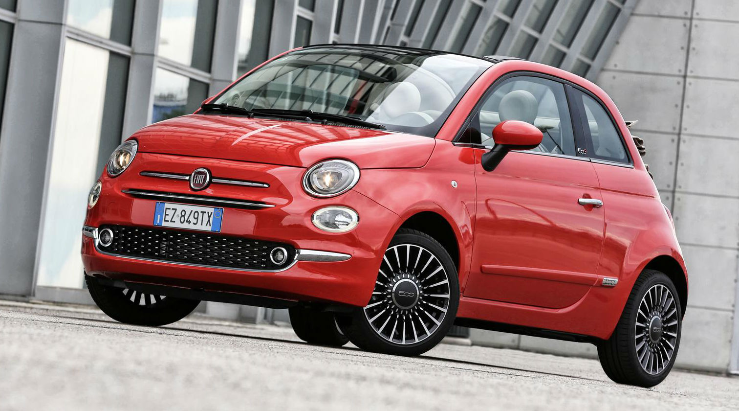 Fiat 500: 2015 Facelift Unveiled With New Interior Tech