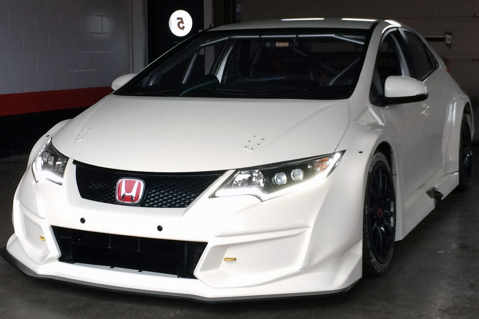 New Civic Type R Previewed In Racing Kit For BTCC Series