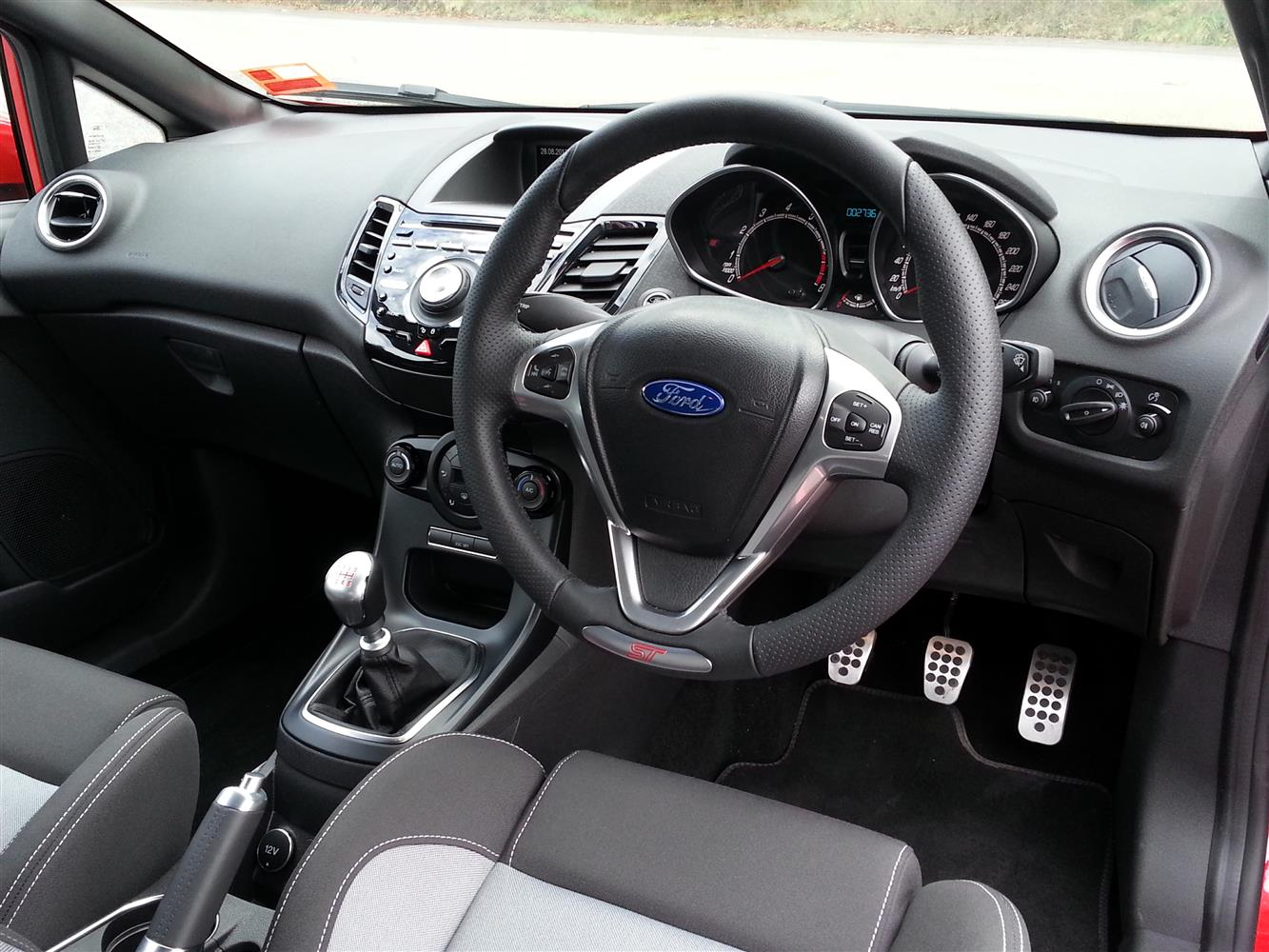 2013_ford_fiesta_st_australia_review_05