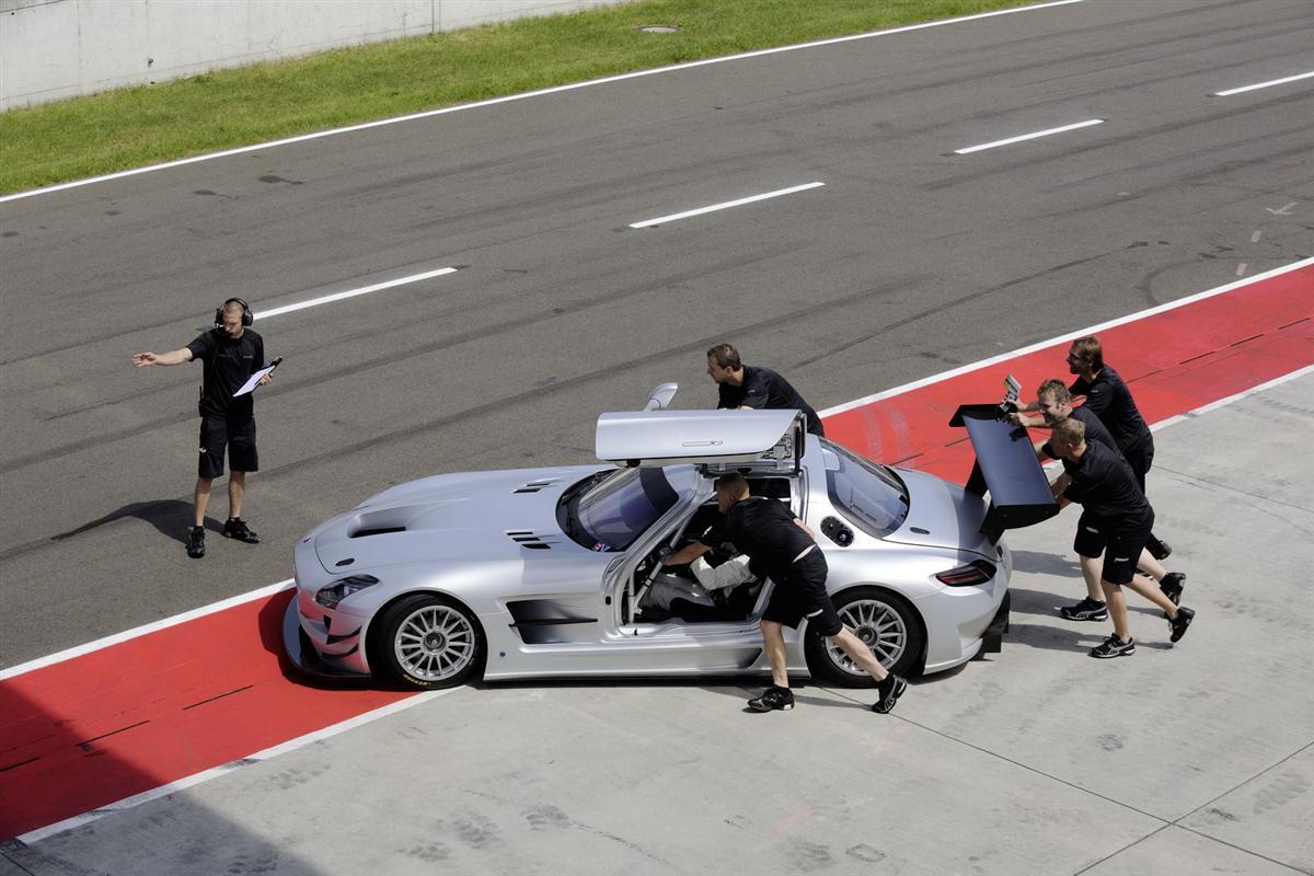 2010_mercedes_benz_sls_amg_gt3_race_car_019