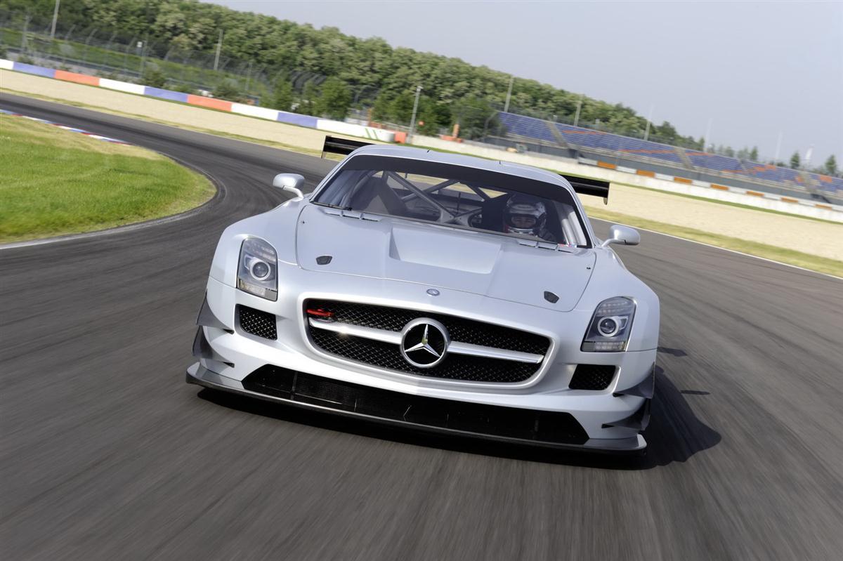 2010_mercedes_benz_sls_amg_gt3_race_car_012
