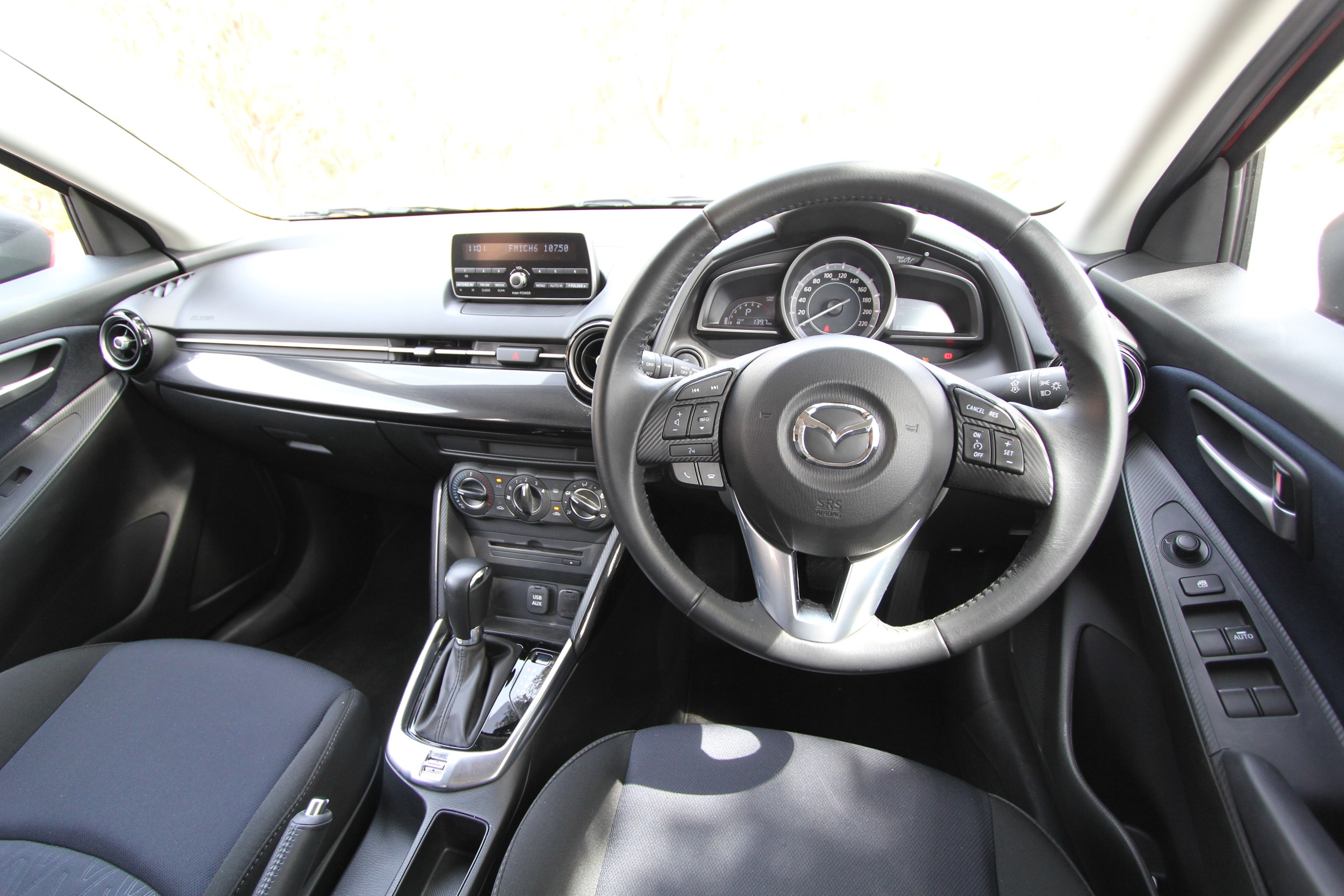 2015_mazda2_maxx_review_03e